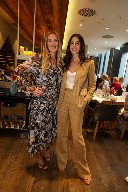 Breuninger Fashion-Expertin Birgit Hamelmann mit Diana Pistalou, IMM Europe-Models