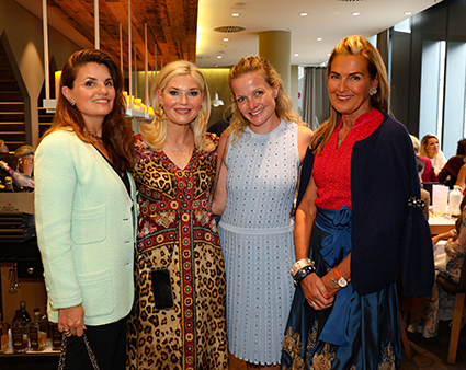 Kunstsammlerin Corina Krawinkel, Fashion-Bloggerin Petra Dieners, Alexa Kons mit Designerin Siggi Spiegelburg