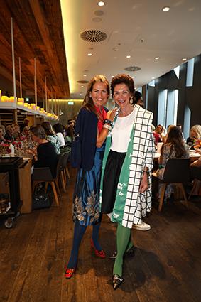 Modisch perfekt gestylt wie immer sind Designerin Siggi Spiegelburg und Gräfin Jeanette Beissel zu Gymnich